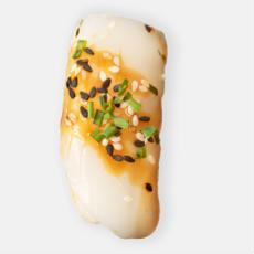 kalmari nigiri sushi