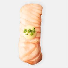 liekitetty lohi nigiri sushi